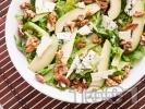 Рецепта Зелена салата с рукола, орехи и авокадо